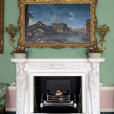 How to Decorate Your Fireplace - Tips from Experts