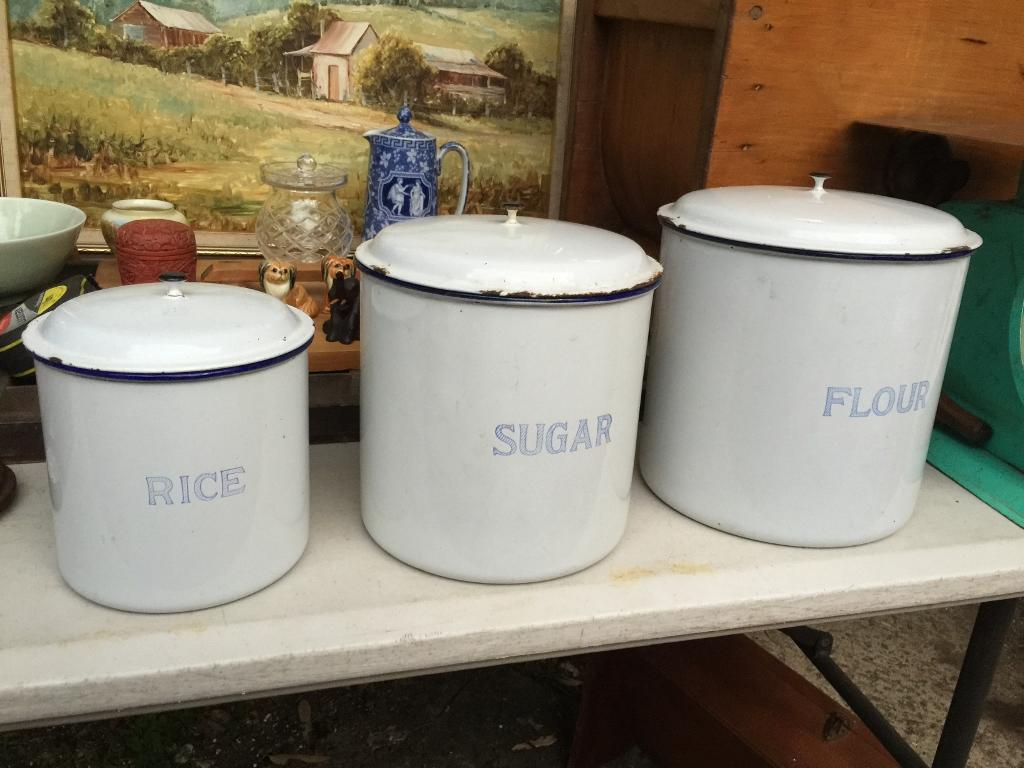 Set of 3 vintage 1920 39 s enamel kitchen canisters made in for Kitchen set vintage