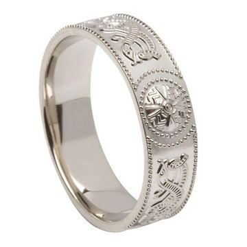 ID109 Warrior Shield - Mens,This ring incorporates a design that is 14ct White or yellow gold.his gorgeous traditional design dates back thousands of centuries,